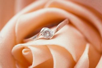 ピンクダイヤモンドがある結婚指輪ブランド3選。トレセンテなど来店特典があるブランドも!
